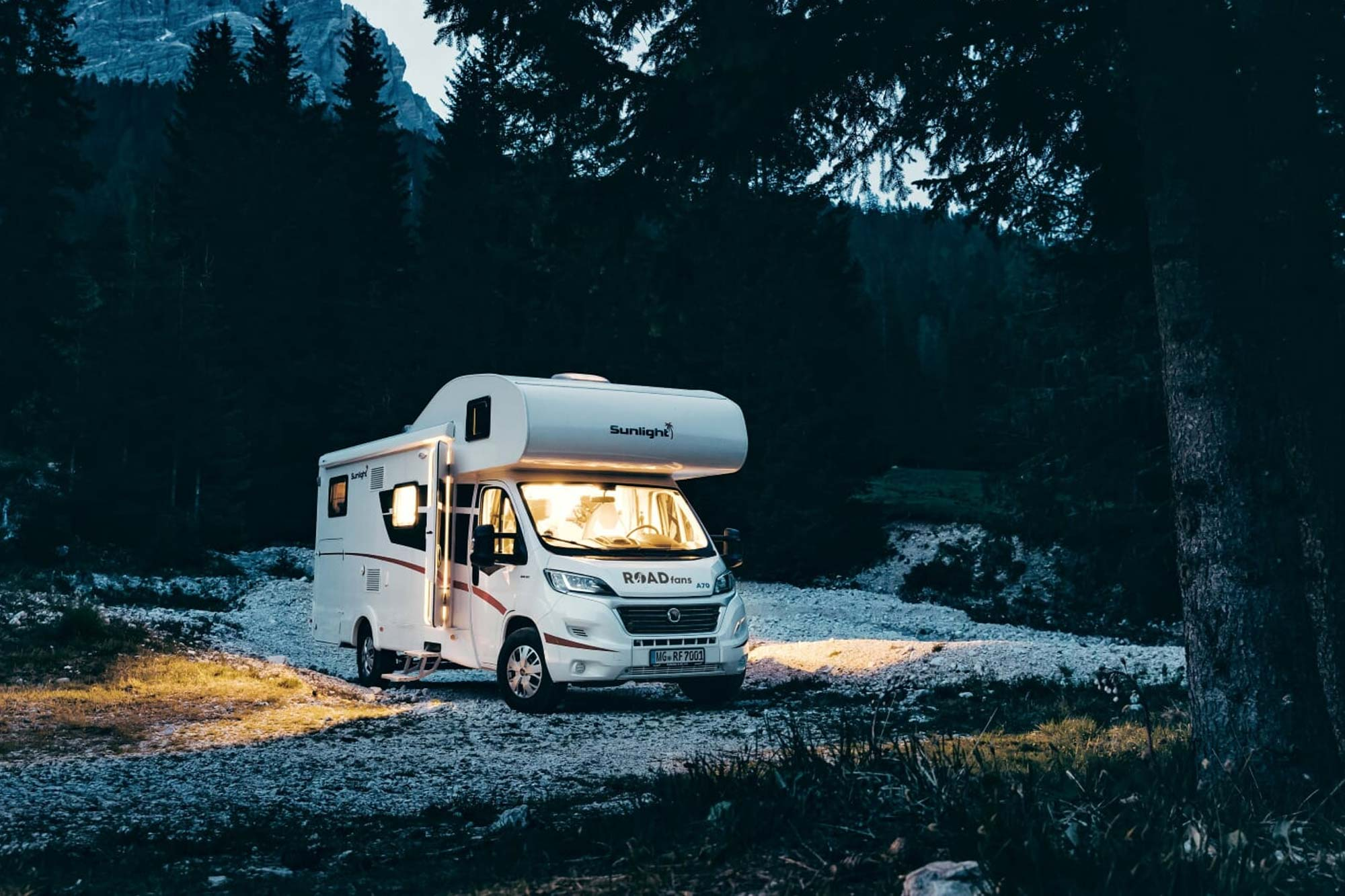 Alkoven Camper mieten bei Roadfans in Bonn